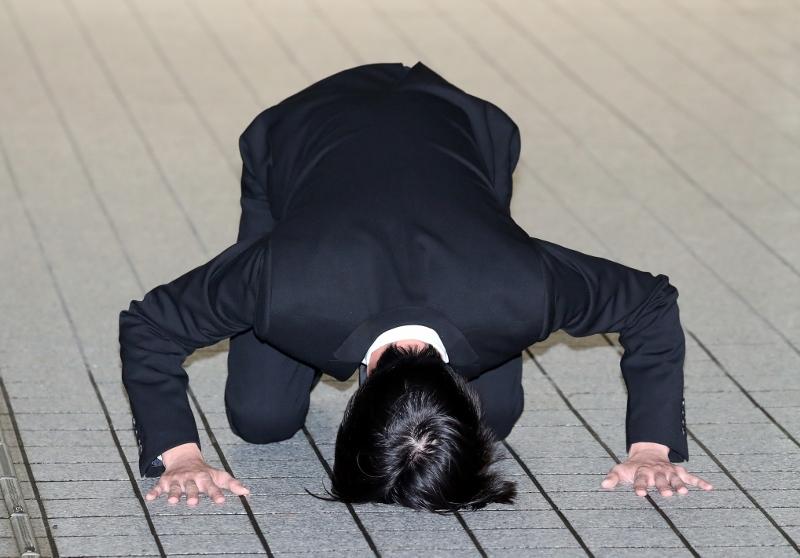 """田口淳之介保釈、衝撃の土下座で謝罪ぶち壊し…マジメな人ほど陥る""""過剰""""の罠の画像1"""