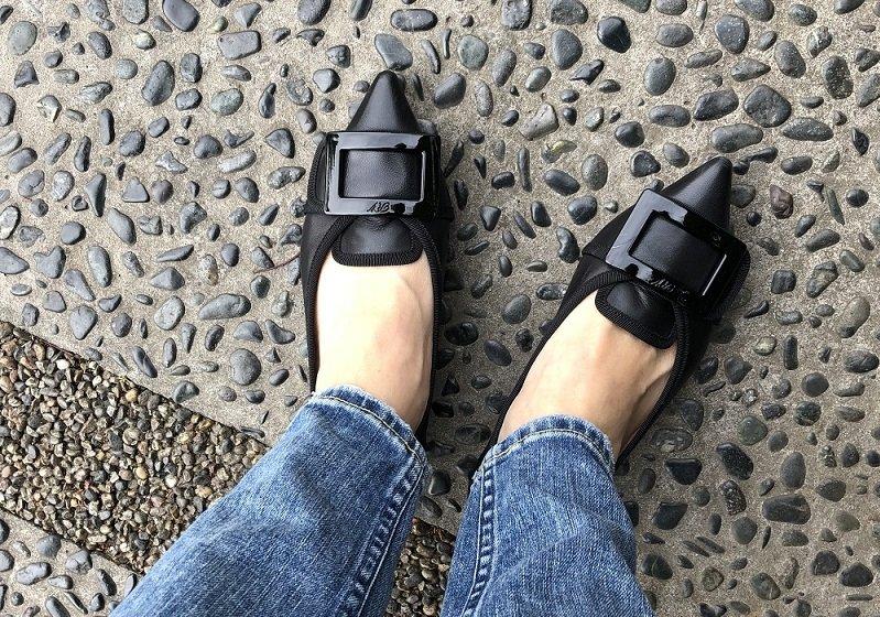 """働くママの強い味方、疲れない靴!ラクなのに""""きちんと見え""""の黒のペタンコ"""