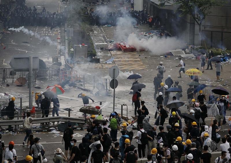 香港が危険地帯化、市民が大脱出…大規模デモに警察が過激な暴力、中国習近平指導部が屈服の画像1