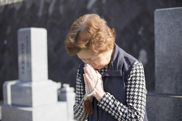 """夫の位牌なし、墓なし…介護施設にひとり残された妻は、""""制度の狭間""""に取り残されたの画像1"""