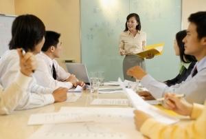 女性の労働参加率、北欧並みに上昇の場合、少子化による経済のマイナスを約50%緩和