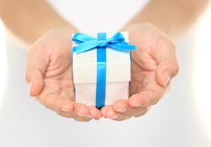 スマホで手軽、多彩なソーシャルギフト広がりの気配?本格的贈答品、少額サービス…