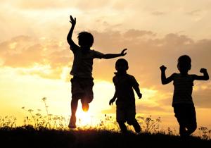 子ども1人当たり1万円を確実に受け取るために~市区町村ごとに異なる申請方法と時期
