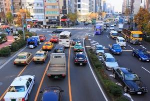 なぜ自動車ユーザーの負担増相次ぐ?ガソリン料金高止まりの理由と、高速道路実質値上げ