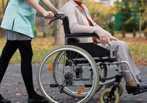 老人ホームや介護ヘルパー、認知症高齢者への非人道的扱いや貴重品窃盗の実態 防止策は?