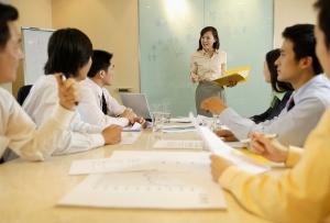 企業はなぜ官僚化・硬直化する?どう診断?組織が社員に否定的発言を強制するメカニズム