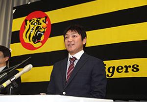 泥舟に乗りたくない…阪神、金本ら有力OBが、過去の確執で軒並みコーチ就任拒否?