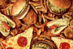異常なコンビニやファストフード店の食品、味覚と体を狂わせる 生命に必須の栄養素欠如