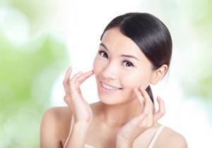 化粧品は肌を壊す有害物質?クレンジング剤や洗顔フォーム、内臓障害や胎児奇形の危険の画像1