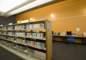 図書館に異変?館数激増でも利用者増えず…ハローワークと連携し貧困者支援?