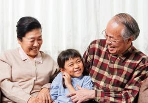 教育・住宅資金の一括贈与の罠?祖父母は生活困窮、子・孫は分不相応な出費で家計逼迫の画像1