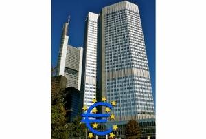 欧州金融緩和の衝撃 急激な円高で日本企業に大打撃も 日銀異次元緩和の出口困難に