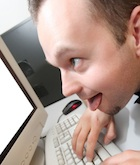 既婚者の6割が相手のメールを盗み見を経験 悪質なら逮捕も