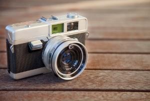なぜ同じメーカーのカメラを買い続ける?競合他社を排除する「製品ピラミッド」より考察の画像1