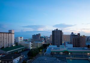 沖縄が熱い!なぜ経済成長率で東京抜き目前?観光客&進出企業激増、USJ進出との報道も