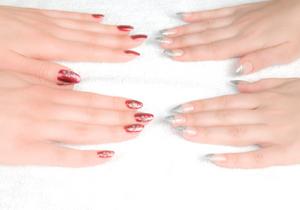 爪を押さえると、がんや更年期障害が改善する?反る、白い斑点…爪で病気がわかるの画像1