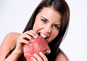 肉を食べないと危険!性的魅力が低下し不健康に?劣化防止にはトマトジュースを飲め
