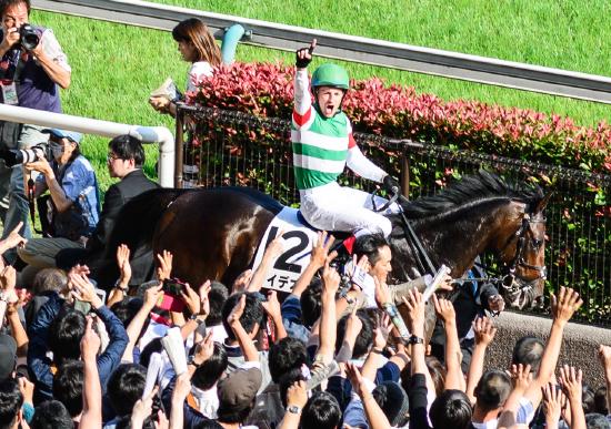 ルメール騎手「夏休み」今年も取得!? 日本競馬への新たな価値提供に賛辞も、「リーディング」には大きな痛手?