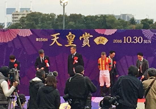 「これが王者の走りだ!」天皇賞・秋(G1)は、王者モーリスが世界のR.ムーア騎手を背に戴冠!