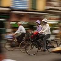 人気の東南アジア旅行、なぜ凶悪犯罪被害が急増?昼夜問わず強盗、危険な歩きスマホ…