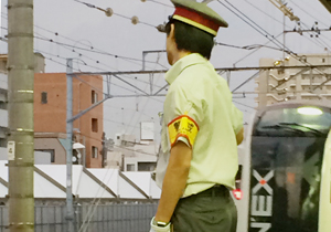 JR新小岩駅でなぜか人身事故多発…駅内に自殺相談の電話番号?ホームドア設置は未定