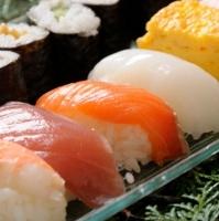 回転寿司、なぜ正確なネタ表示がされない?透ける消費者庁ガイドラインの難しさ