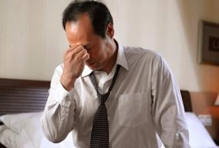 うつ自殺率は女性の倍…壊れる男性、なぜ多い?「男らしさ」の呪縛と、愚痴という武器