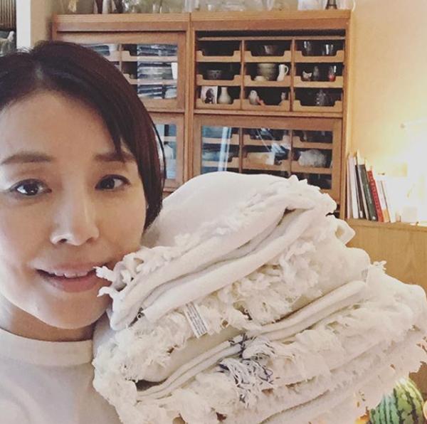 石田ゆり子のインスタ炎上続きで「疲れてきた」突出して多いコメント数の画像1