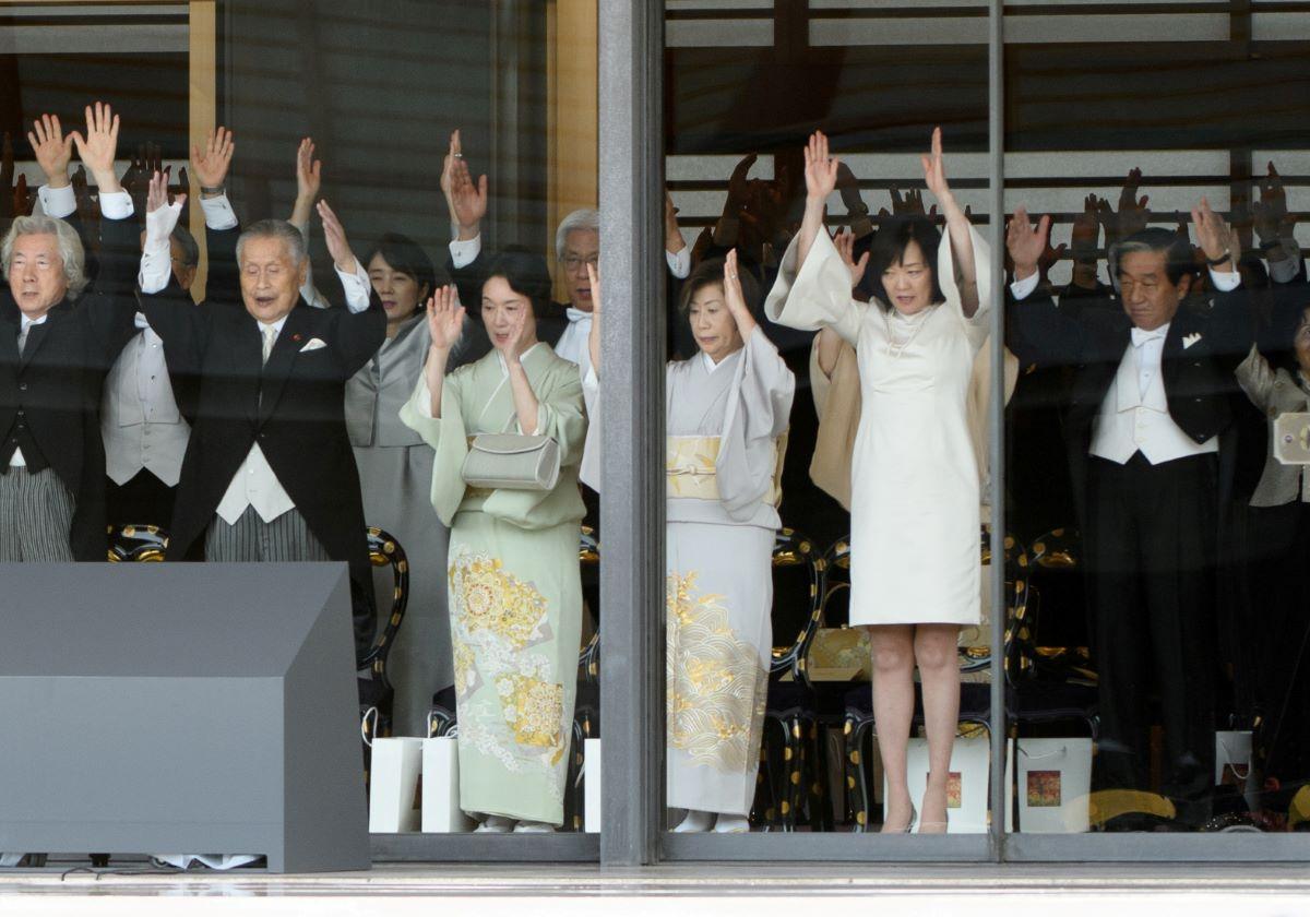 安倍首相夫人、即位の儀式での非常識なドレスは\u201c日本の恥\u201d\u2026周囲
