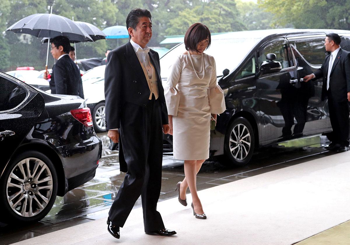 昭恵夫人、即位の礼で髪型も非礼&バッグ開いたままで\u201c日本の恥