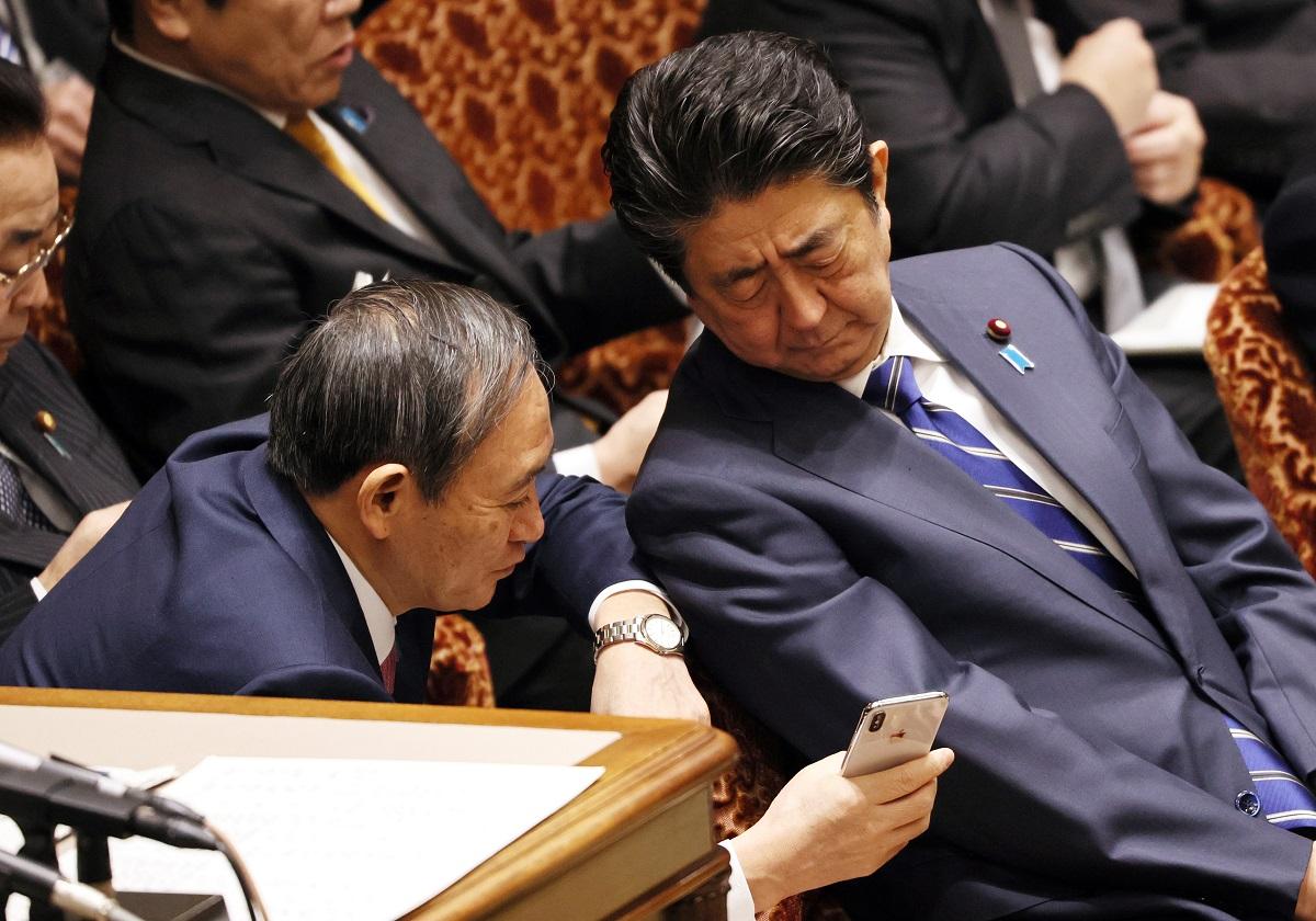 """安倍首相""""コロナ失態""""連発、ついに菅官房長官が呆れる…定例会見も ..."""